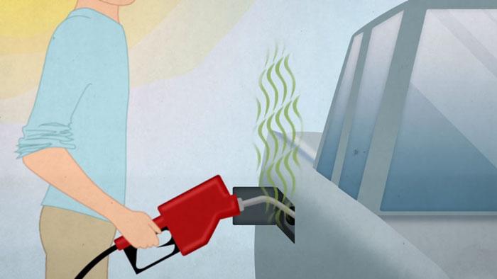 oler-el-combustibke-en-la-gasolinera