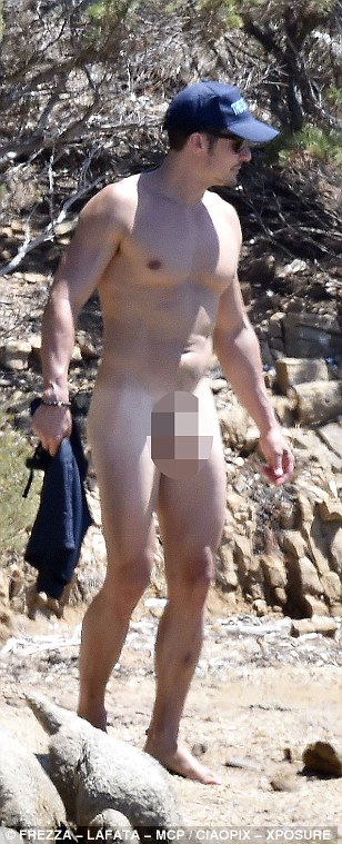 36E0C3D200000578-3723973-Body_confident_The_Brit_actor_casually_whipped_off_his_shorts_bu-a-285_1470335908703